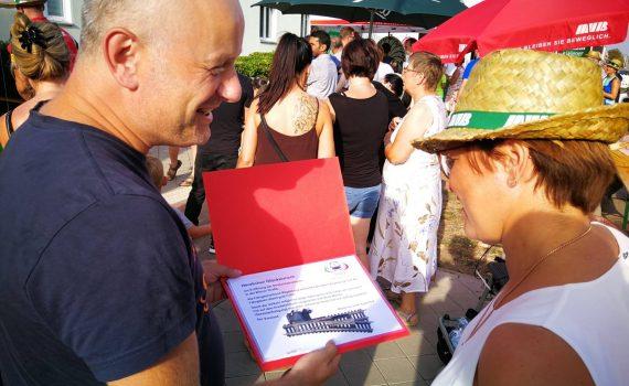 """Der FVMD übergibt ein Geschenk zur Einweihung der """"Wiener Straße"""""""