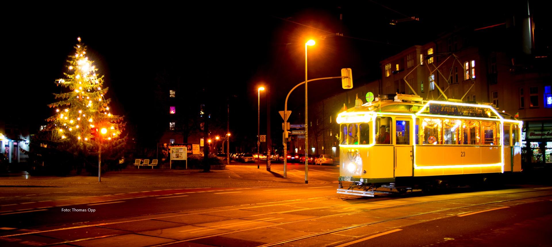 Historische Straßenbahn zu Weihnachten in Stadtfeld