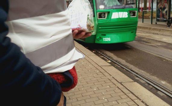 Kleine geschenke für die Fahrer der MVB, die uns auch an Weihnachten durch die Stadt bringen.